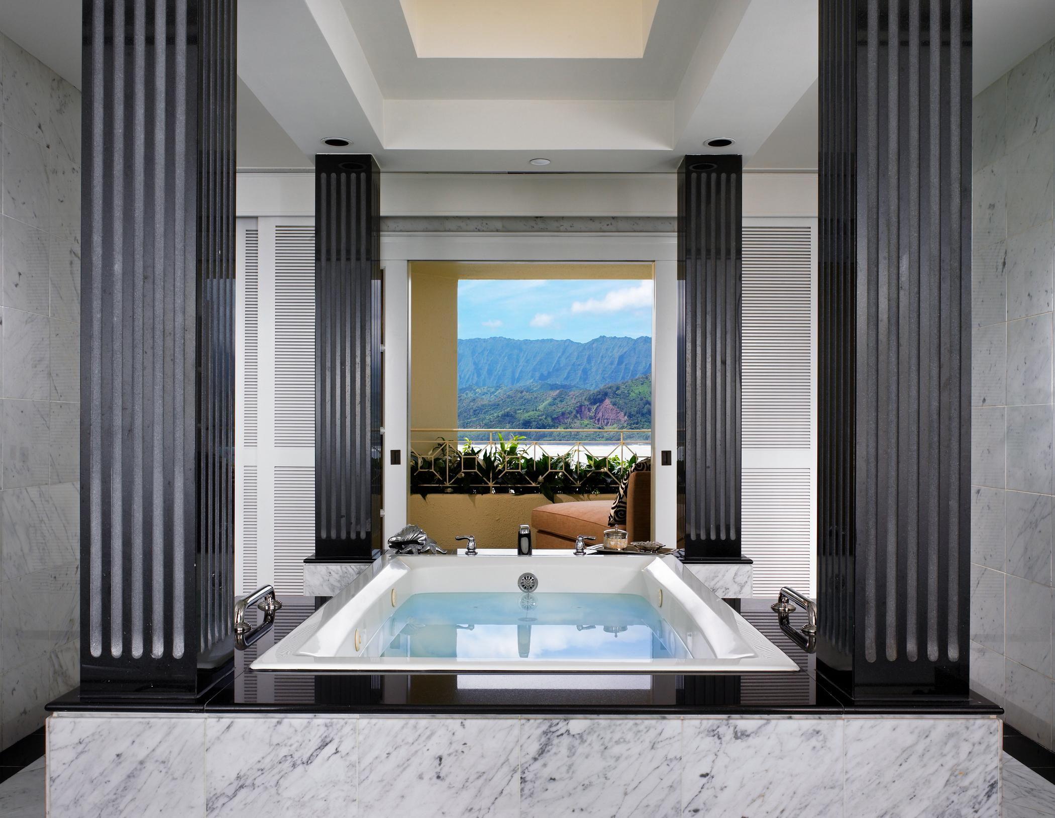 Kauai Luxury Resort  Royal Suite Bathtub