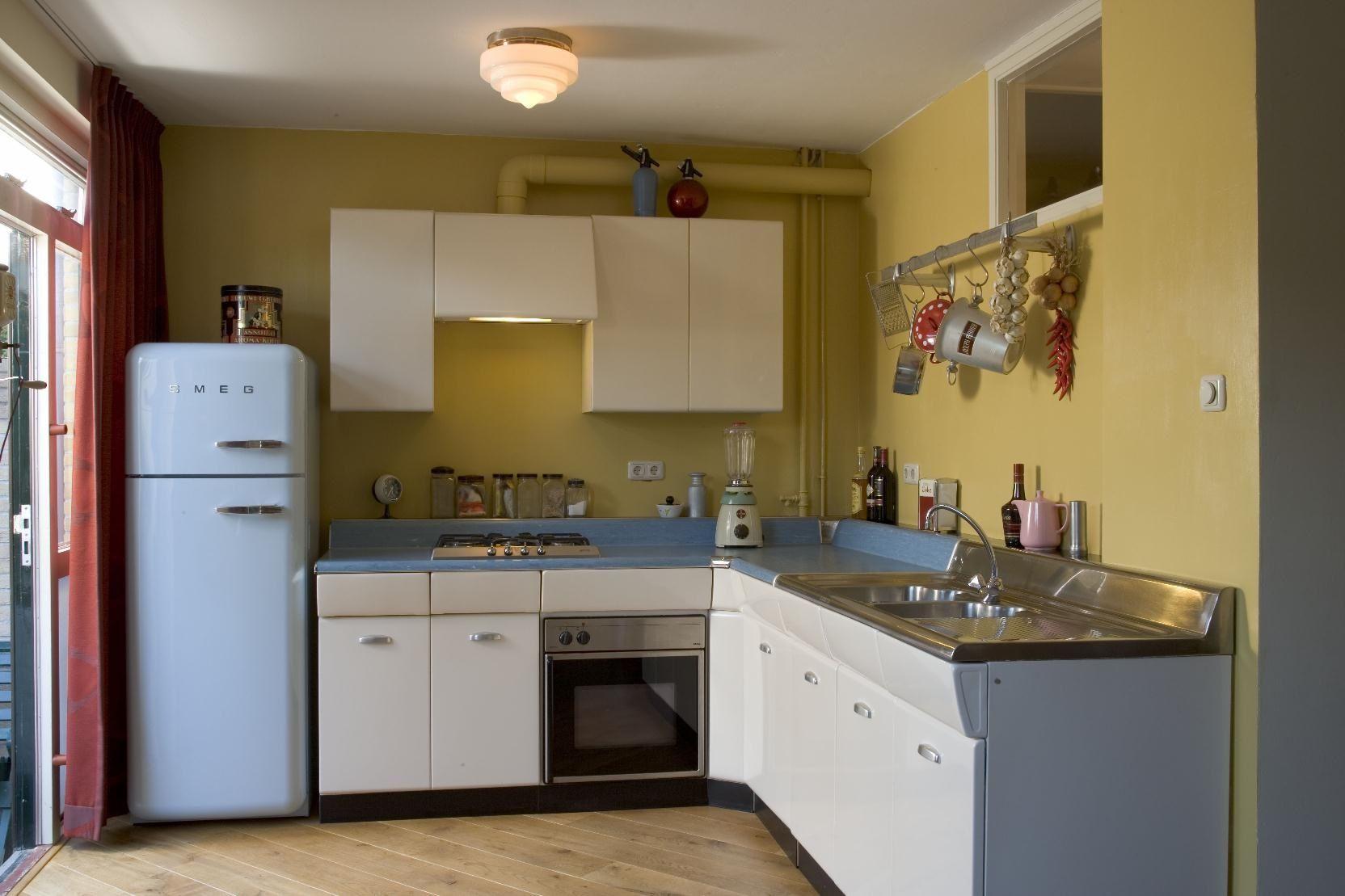 Retro keuken idfix bcl met smeg koelkast american for American kitchen design