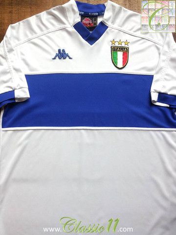 26e51c8d4468 Relive Italy's 1999/2000 international season with this vintage Kappa away  football shirt.