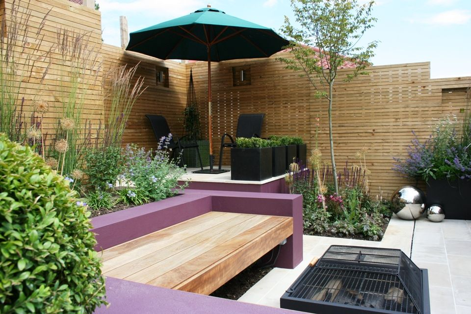 Attractive Contemporary Courtyard Gardens Ideas : Small Modern Courtyard Garden With  Fire Wooden Box