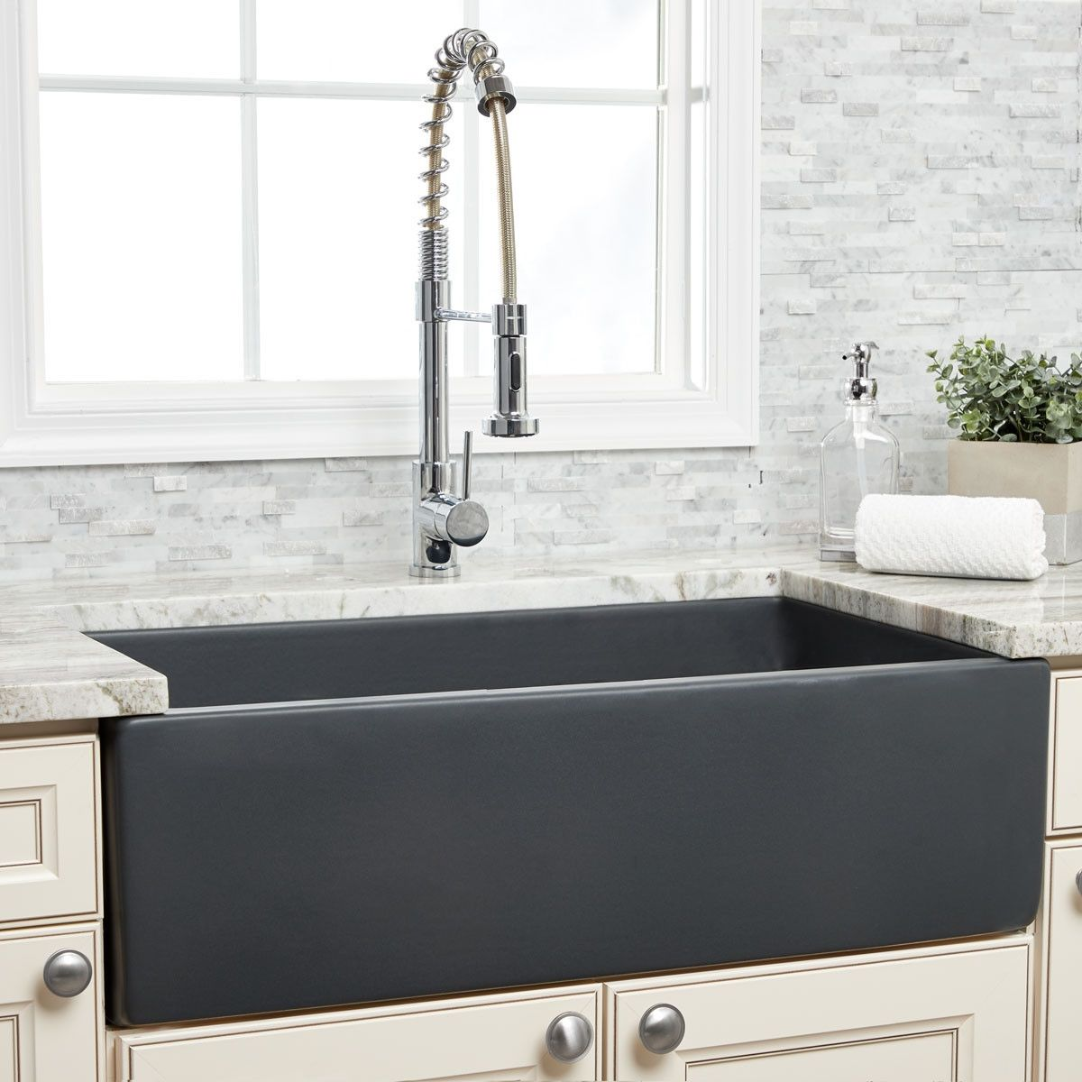 33 Matte Dark Gray Plain Front Rev Fireclay Apron Farm Sink In 2020 Farmhouse Apron Sink Farmhouse Sink Black Farmhouse Sink