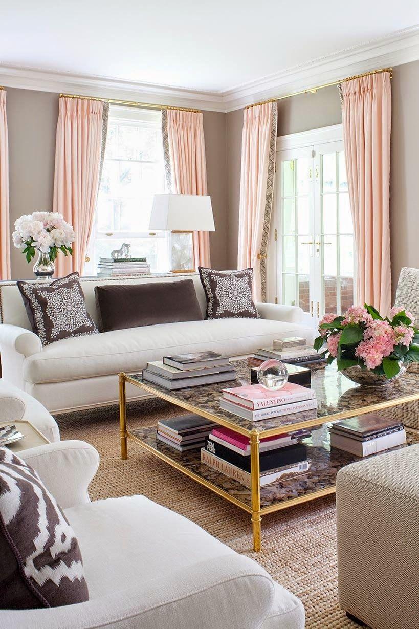 Mit Taupe ein stilvolles, familienfreundliches Wohnzimmer schaffen ...