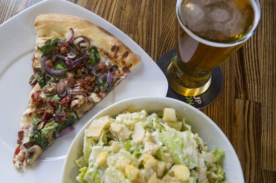 Restaurant Review Zpizza And Tap Room Central Oregon