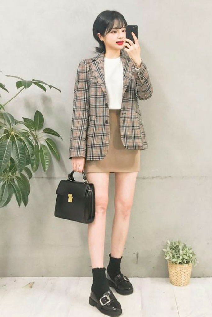 Mau Tampil Stylish Saat Ke Kantor Inilah 10 Inspirasi Office Look Ala Cewek Korea Styling Pod Gaya Model Pakaian Model Pakaian Gaya Model Pakaian Korea