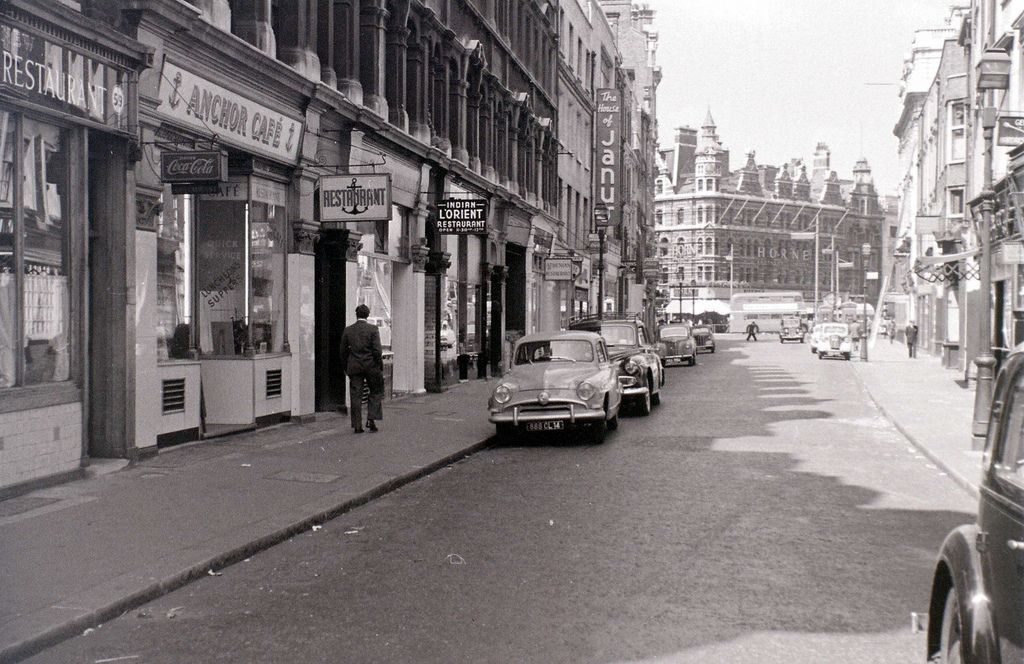St Giles High Street, 1955. The lovely view, a few years later ...