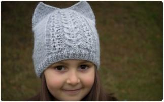 Мила і оригінальна шапочка-кішечка з вушками  10e18b6325b79