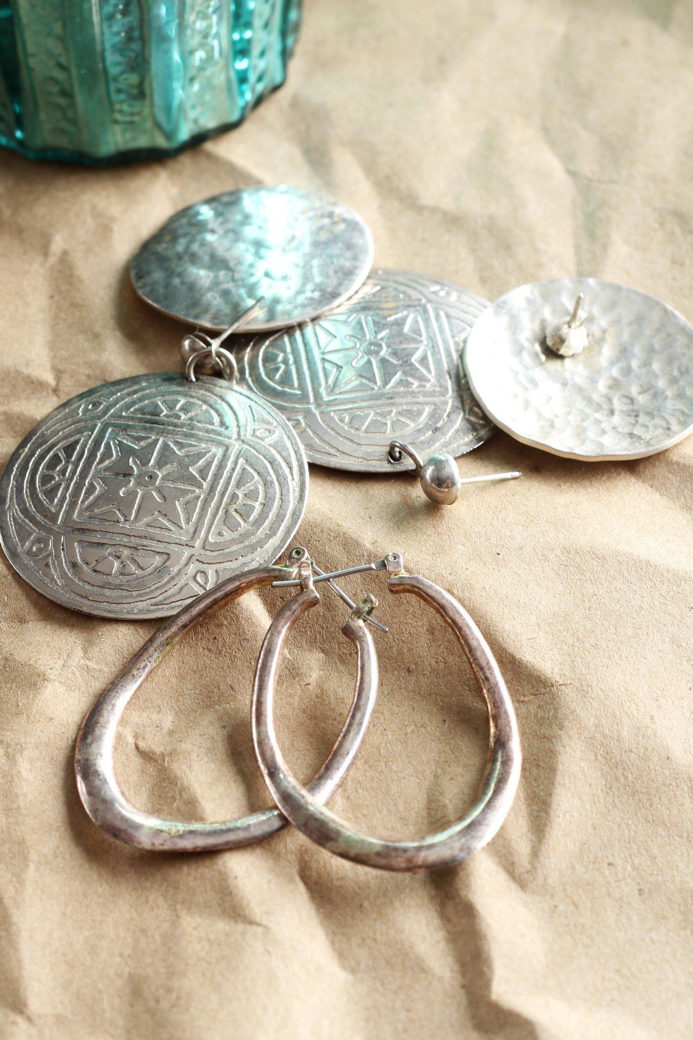 An easy inexpensive method how to clean silver jewelry