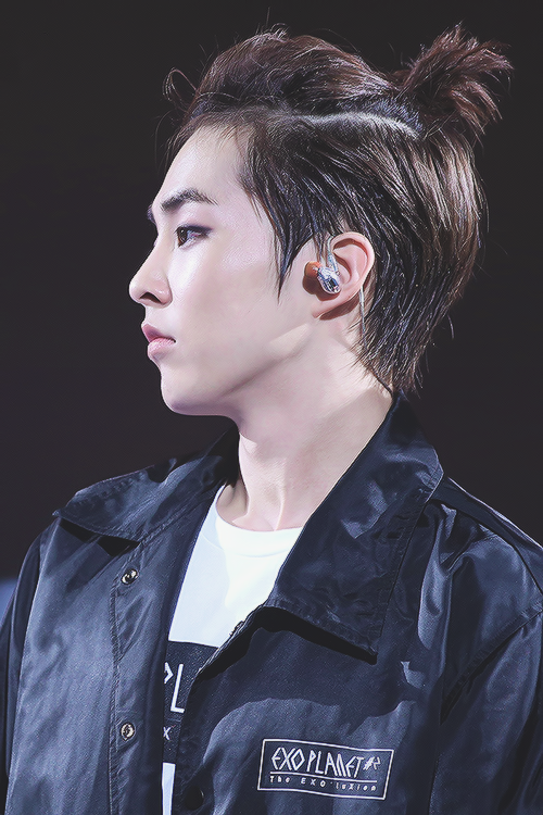 Minseok Ive Developed This Obsession With Manbunsponytails They