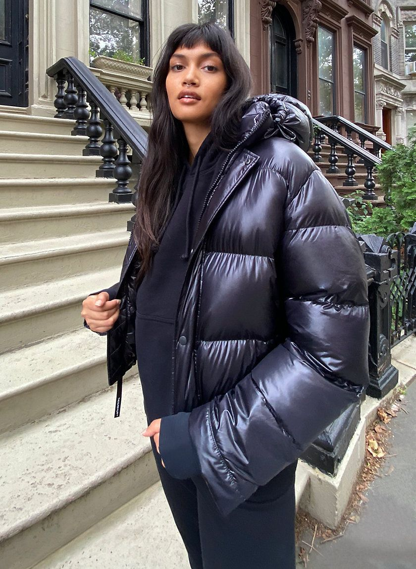 The Super Puff Shorty Puffer Jacket Outfit Oversized Puffer Coat Super Puff [ 1147 x 840 Pixel ]