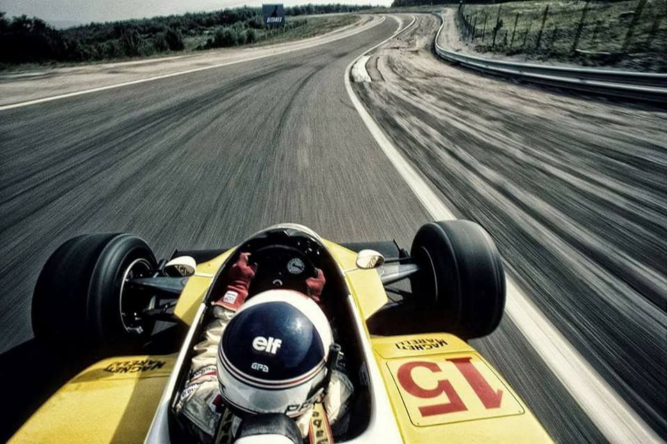 Alain Prost and.... Bernard Asset on the back for this 1980's actioncam like photograph..🙌🏻