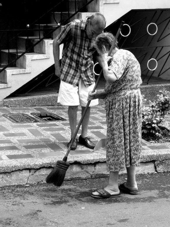 Unos por otros y la casa sin barrer | www.frasesparalahistoria.com