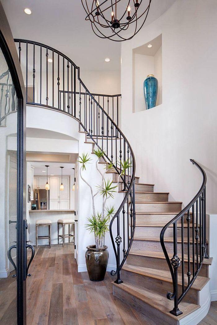 ide pour une deco montee escalier de style mditerranen avec jolie rambarde de fer forg et