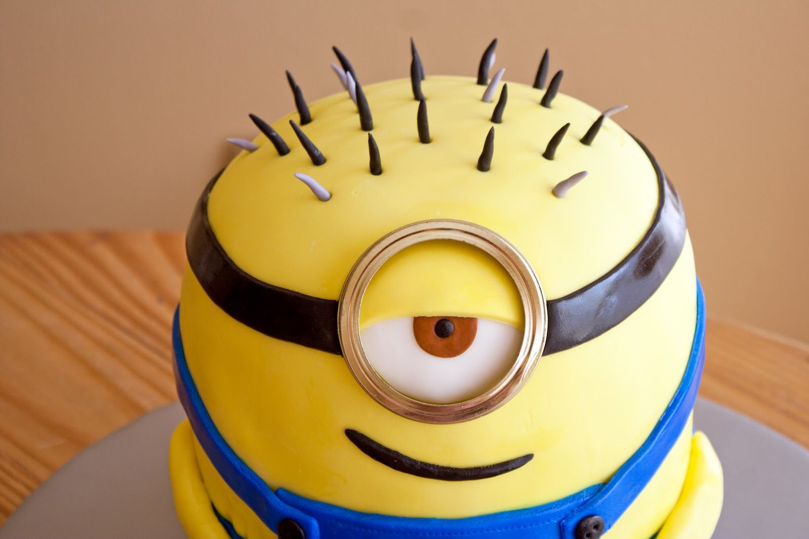Minion Cake Pan cakepinscom desserts r the bomb Pinterest