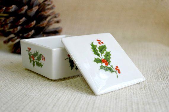 Holly trinket box// Holiday gift box // door TrellisLaneVintage