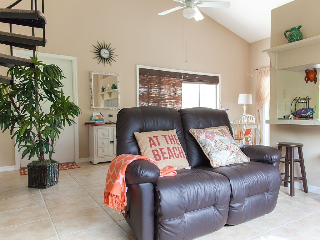 SPACIOUS 2/2 TownHome, 5 minutes away from 4 Public ...