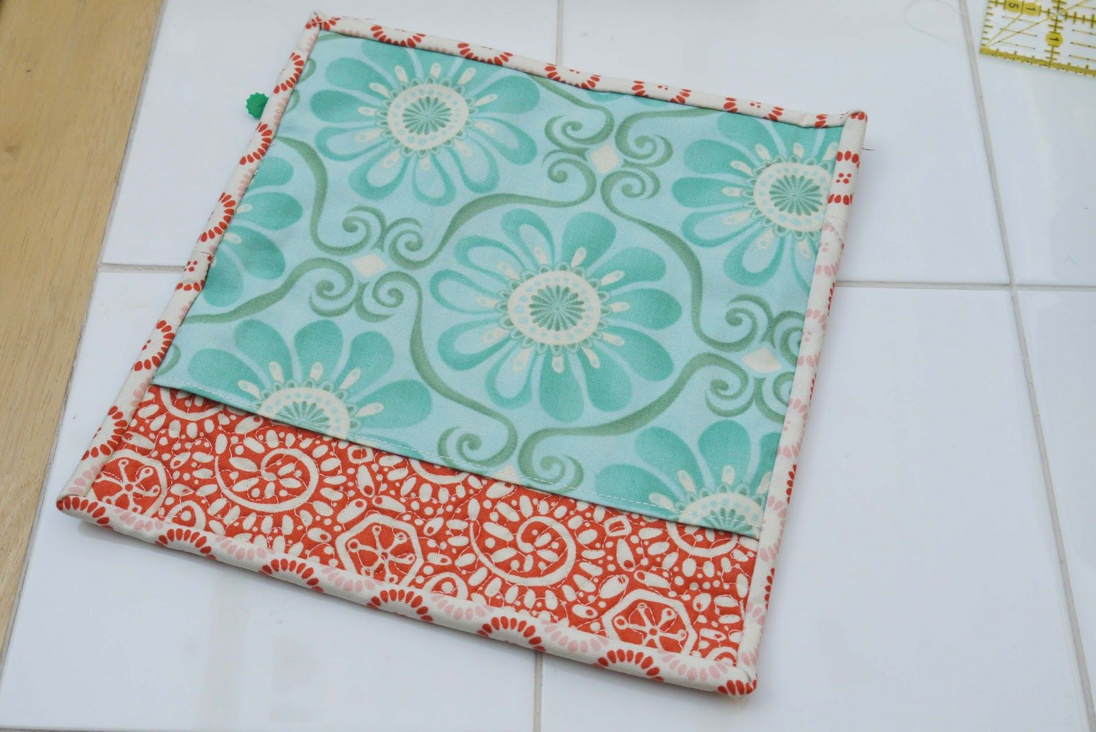 Tutorial Tue: Disarmingly Charming Quilted Potholder | SewHappyGeek