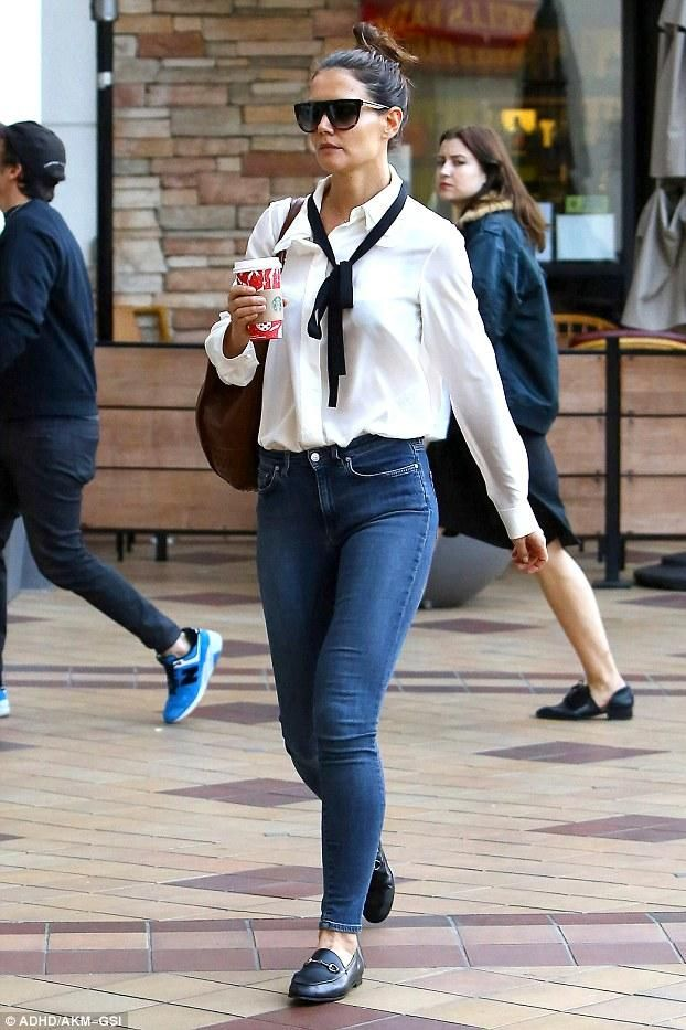 742cbadb76b Katie Holmes wearing Tod s Medium Wave Tote and Gucci Jordaan Leather  Loafers