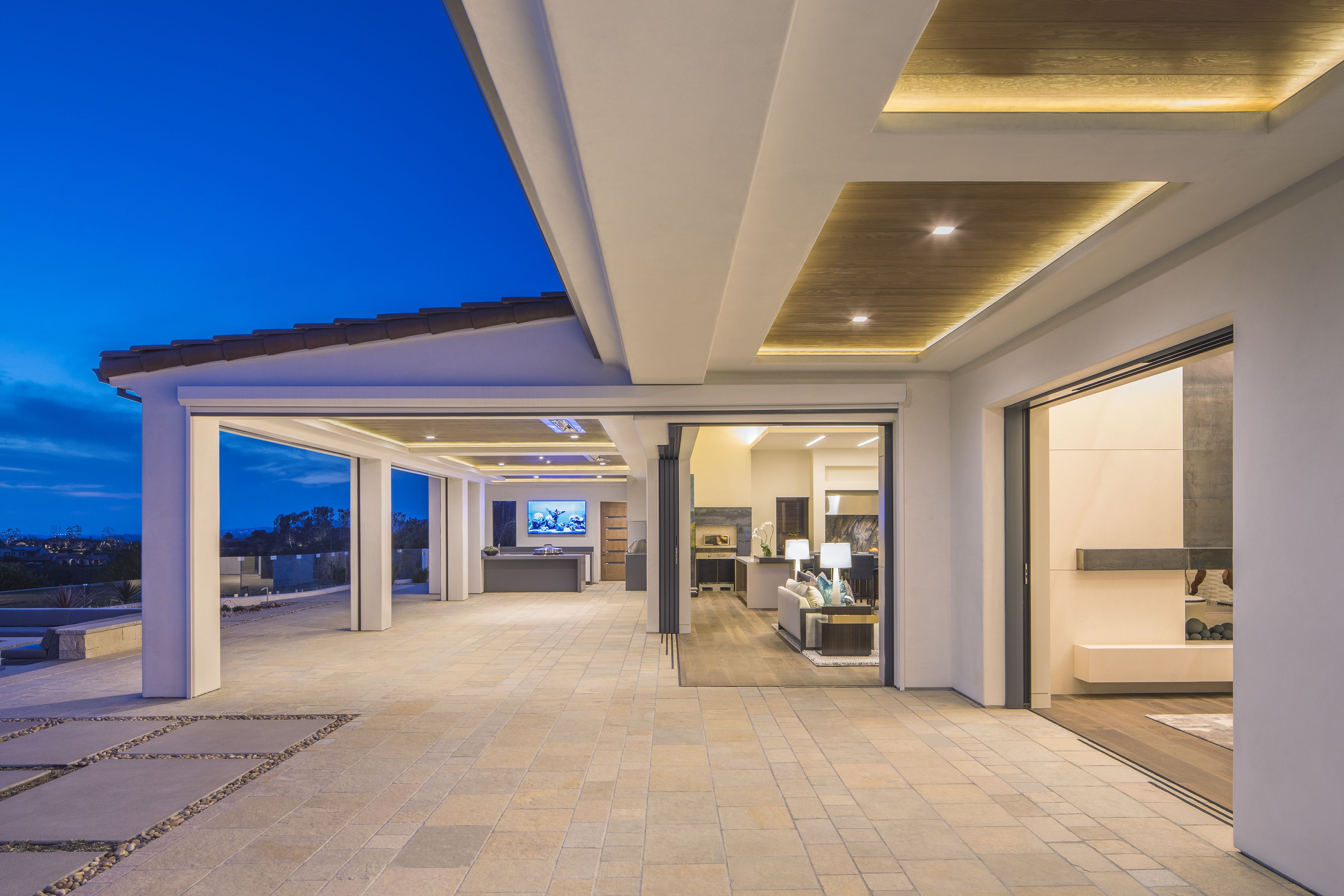 Lacantina S Multi Slide Door Systems Come In Multiple Configuration Options Including Pocketing And Barn Style Doors Retractable Glass Doors Barn Doors Sliding