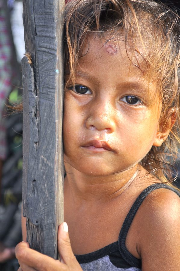 A Native Of The Filipino Culture A Badjao Child Staring At Us Never Knew What We Are Doing Maybe Hungry And People Of The World Filipino Culture Kids Camera