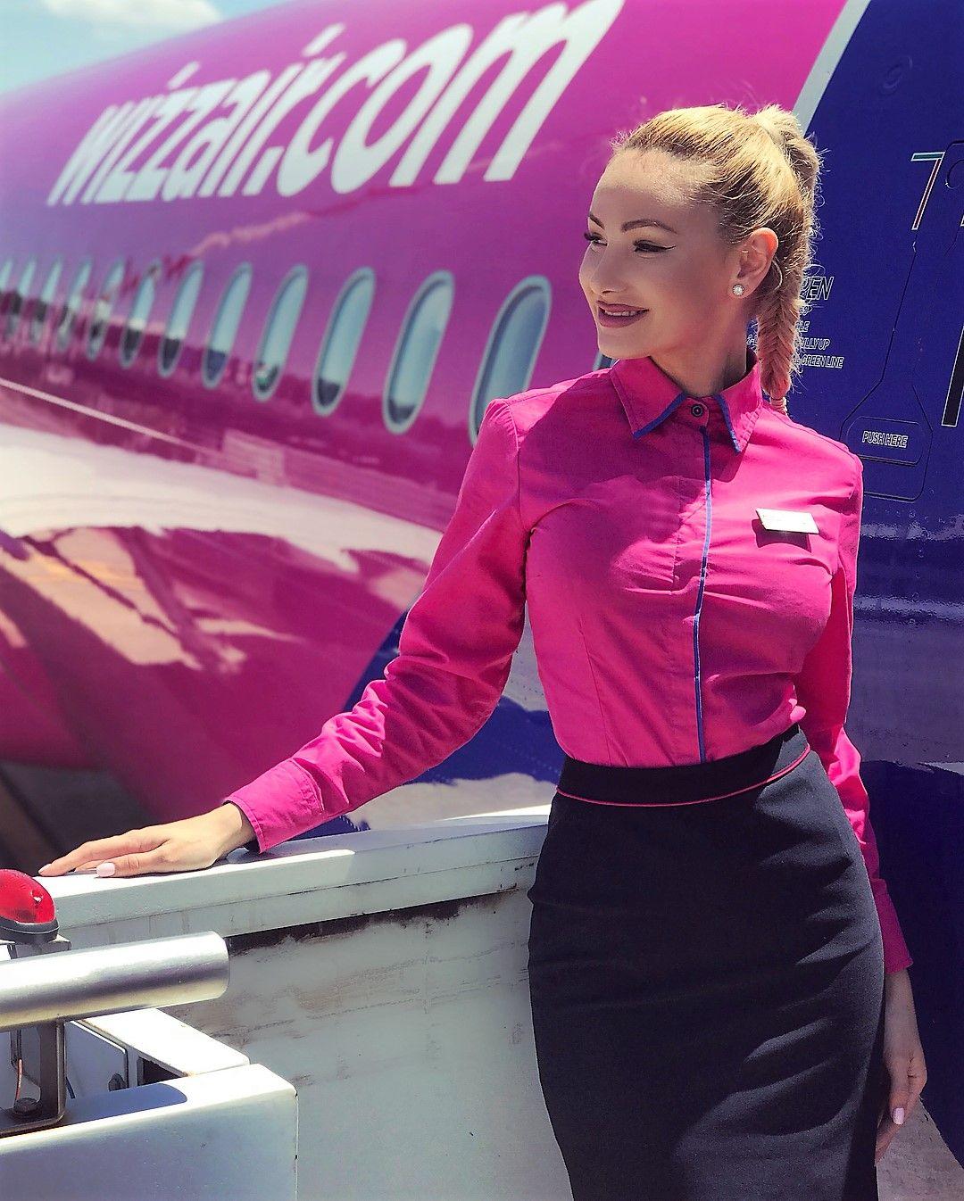 35 Hot Flight Attendants Definitely Will Have Your