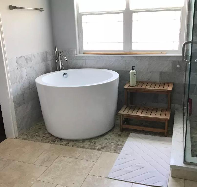 Onsen Soaking Tub Bathroom With Shower Adjacent Teak Steps For Tub Japanese Soaking Tubs Small Bathroom Tub Shower Combo