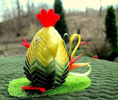Zielnik Hani Kurczak Ze Wstazki Pomysl Na Stroik Wielkanocny Quilted Fabric Ornaments Easter Fabric Quilted Ornaments