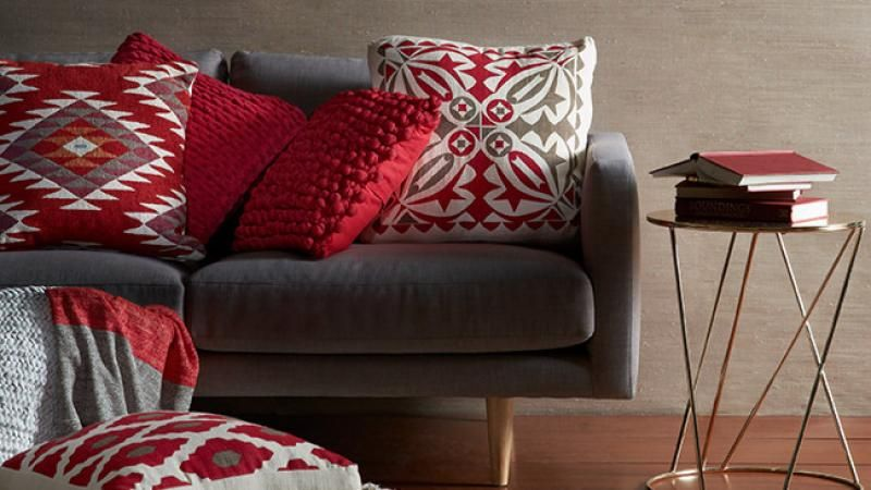 40 Tips To Mix And Match Cushions Like A Pro Decorating Dining Awesome Pillow Decorating Tips