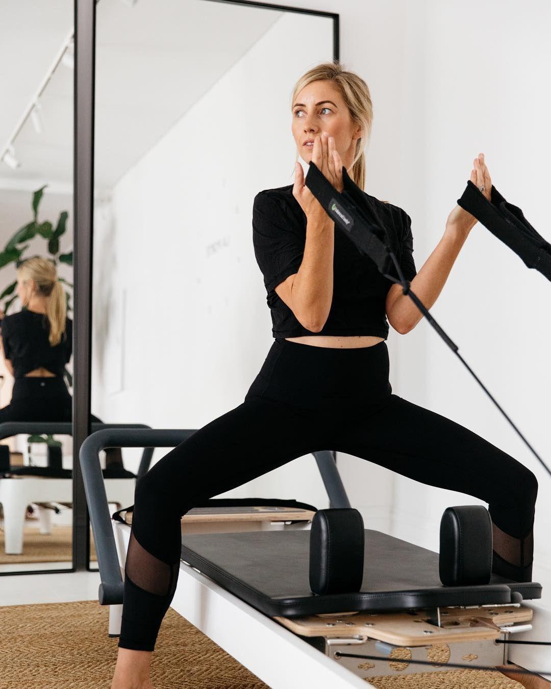 Fluidform Pilates Das Workout Der Topmodels Pilates Training Muskelaufbau Bauchmuskeln