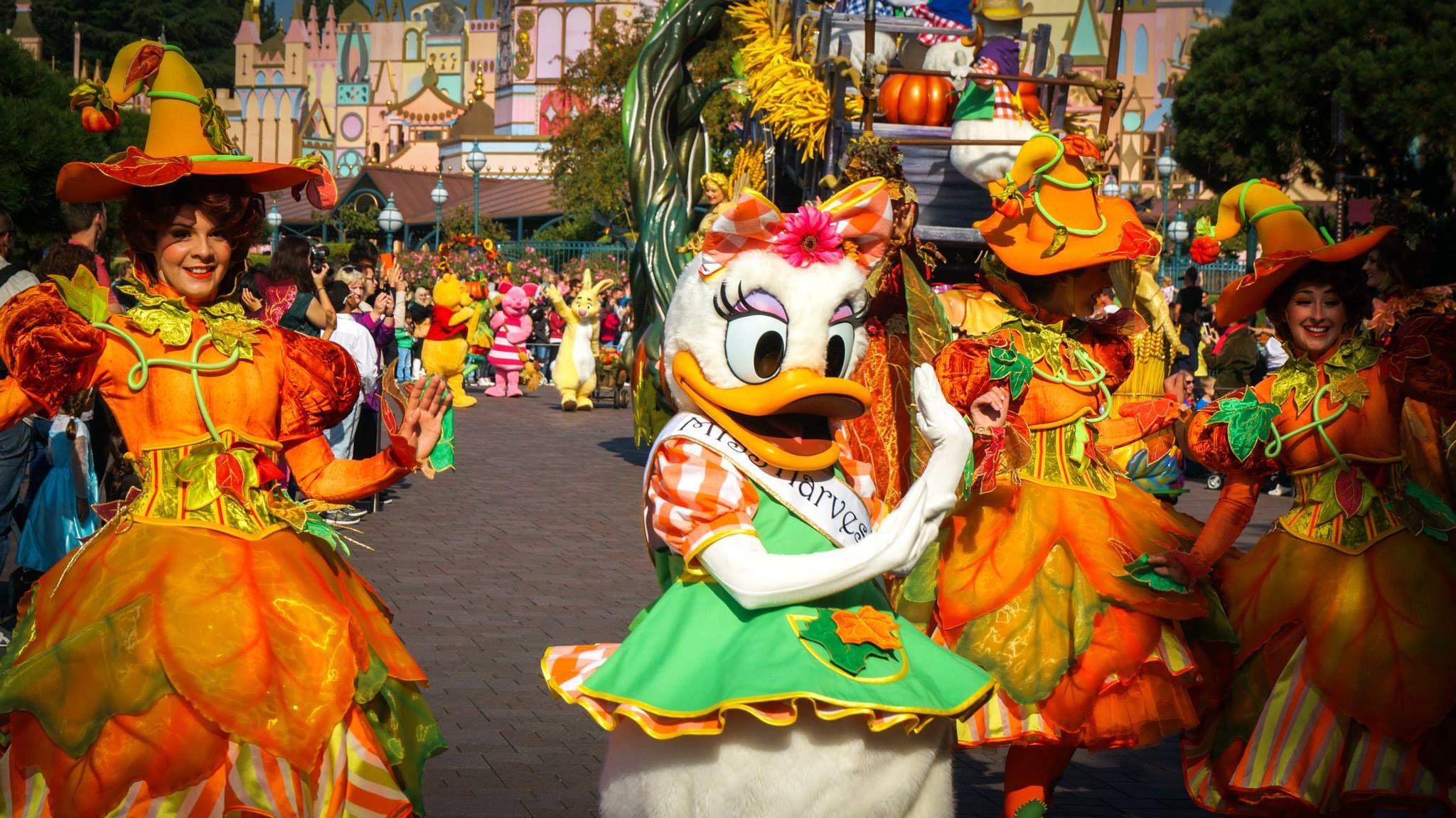Mickey's Halloween Celebration Parade at Disneyland Paris