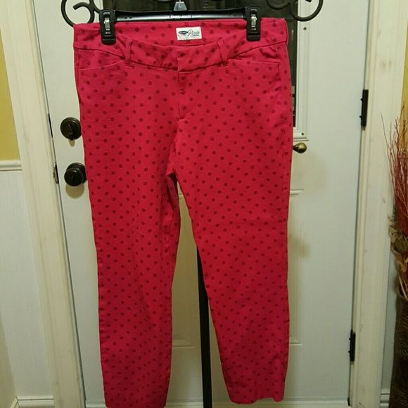 Stretchy ankle length pants These are curve hugging! Very cute. I dressed them up with heels and a jacket for work. These are the Pixie cut. Old Navy Pants Ankle & Cropped