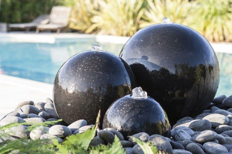 Un Kit De Fontaine London A 3 Boules Noires Design De Petit Jardin Jardins Fontaine De Jardin