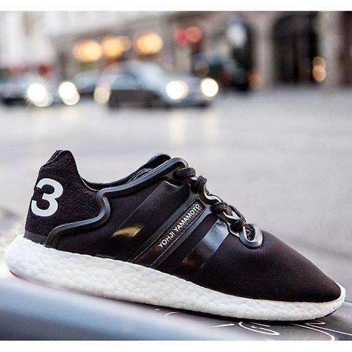 "agoodpairofsneakers: "" adidas Y-3 Yoshji Boost - ""Black/White"" Paar Restgrößen bei AMEN! Shop-Link: http://ift.tt/1pPau2T http://ift.tt/1pPauj8 """