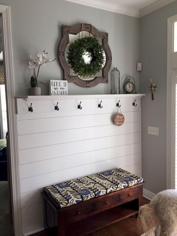 75 Inspiring Mudroom Farmhouse Entryway Decorating Ideas - Structhome.com