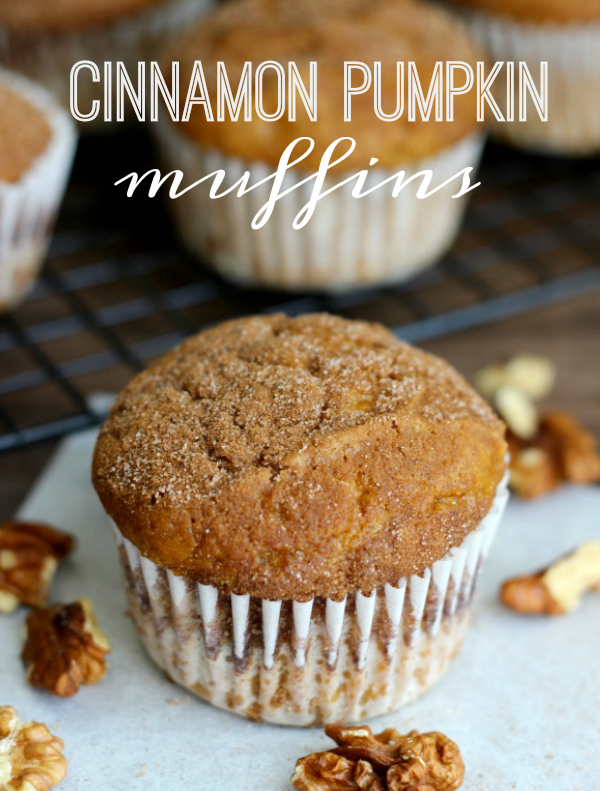 Cinnamon Pumpkin Muffins: made with applesauce instead of oil for a light alternative. #pumpkinmuffins