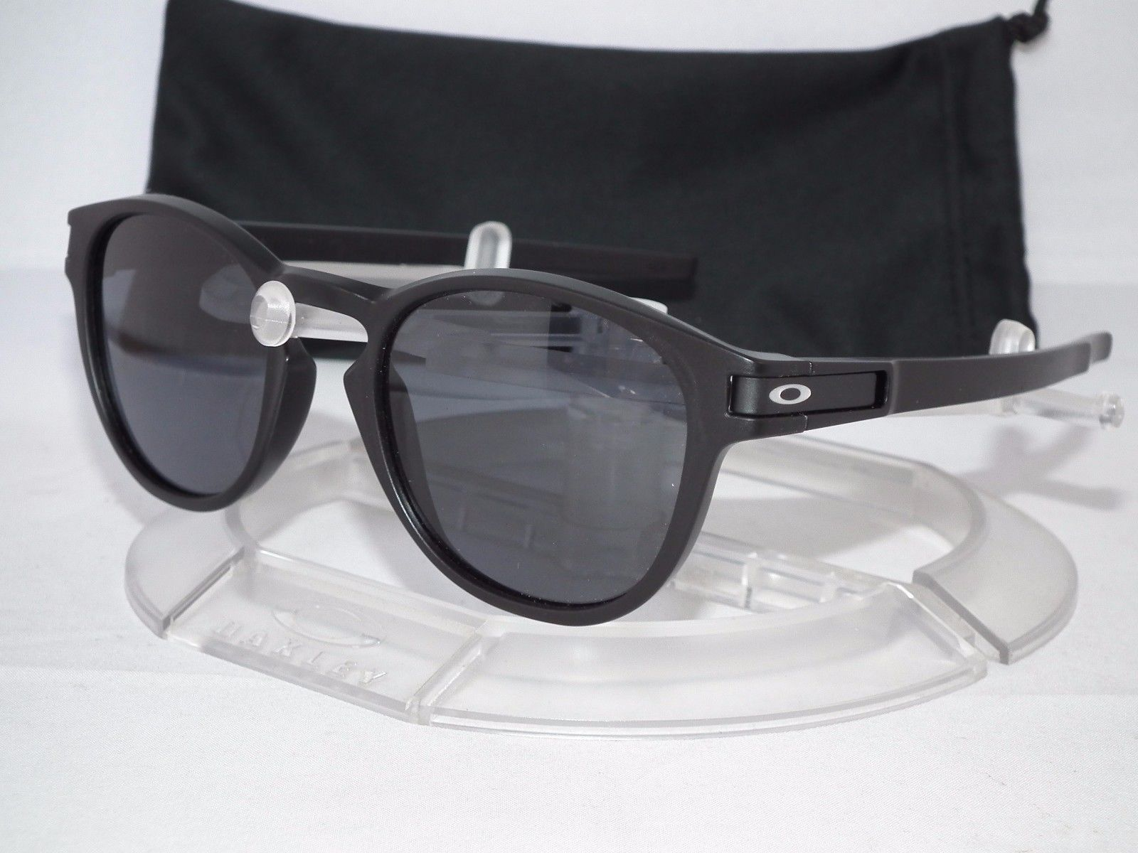 d4842bc1dc7 NEW OAKLEY LATCH SUNGLASSES OO9265-01 Matte Black   Grey