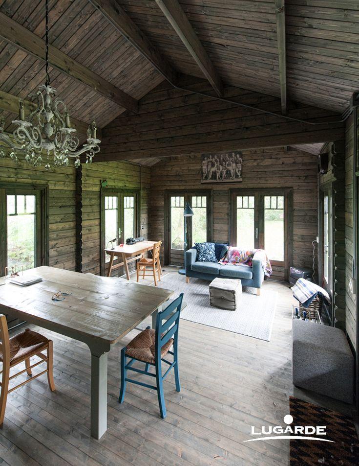 auch ein gartenhaus l sst sich gem tlich einrichten nat rliches holz leichte pastellfarbene. Black Bedroom Furniture Sets. Home Design Ideas