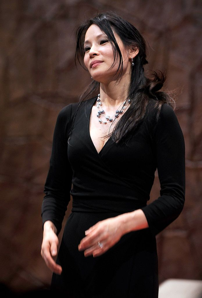 """Lucy Liu Photos Photos - """"God Of Carnage"""" On Broadway New Cast's First Performance"""