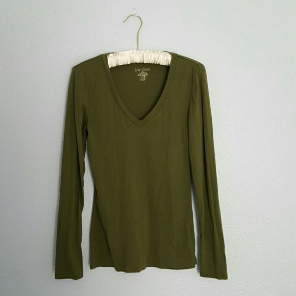 Olive green V neck long sleeve shirt Super comfy and form fitted olive green v neck long sleeve shirt. Great used condition. The tag has faded a bit (see last photo) I feel that is the only sign of casual wear. Perfect Tops Tees - Long Sleeve