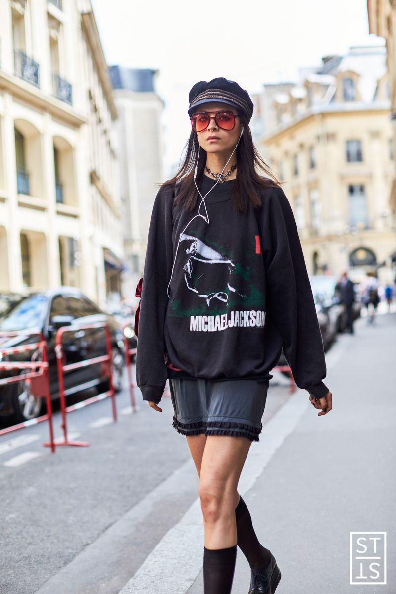 """thetrendytale: """" the-style-stalker: """" Street Fashion Haute Couture Fall Winter 16 17 """" MORE FASHION AND STREET STYLE """" more like this ♡"""