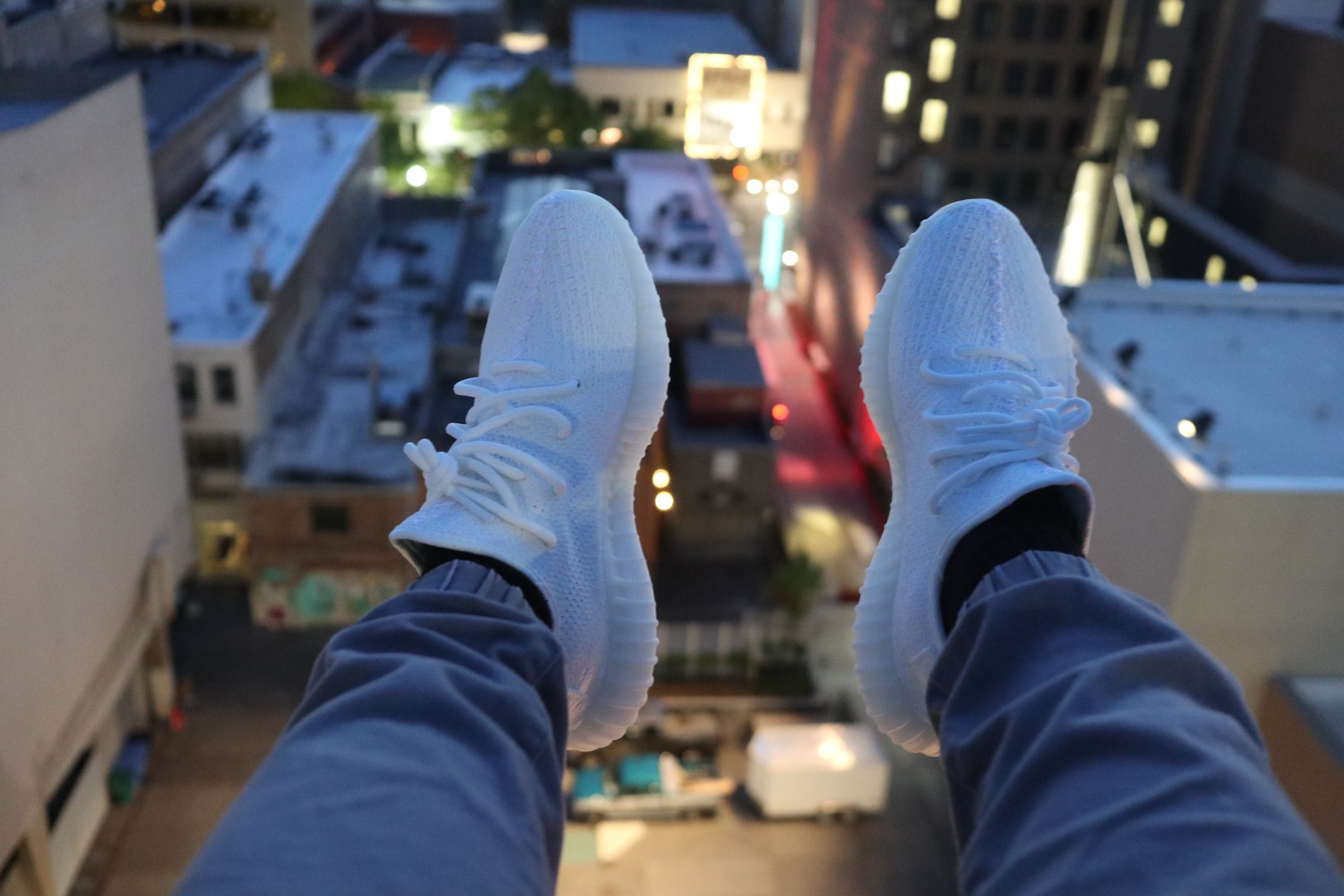 cream yeezys on feet Yeezy cream white on feet #yeezy #adidas #white #outfit #YeezyV2