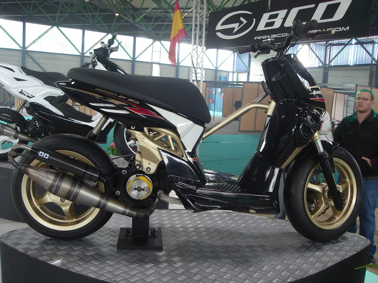 mbk stunt lc tuned by bcd 2 roues 50cc voiture vehicule et roue. Black Bedroom Furniture Sets. Home Design Ideas