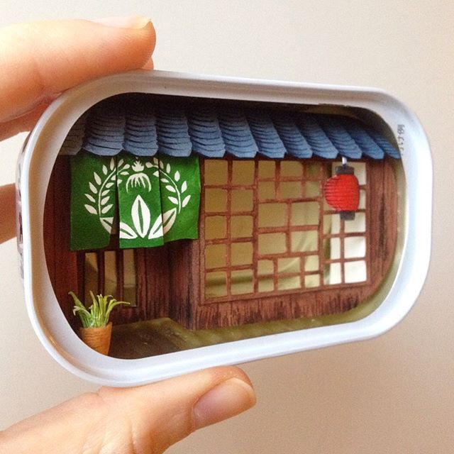 A tiny japanese shop inside a japanese can, you can see all the process in my stories. Soon it will be available in my online shop (stay tuned or sign up on my mailing list on my web✨)