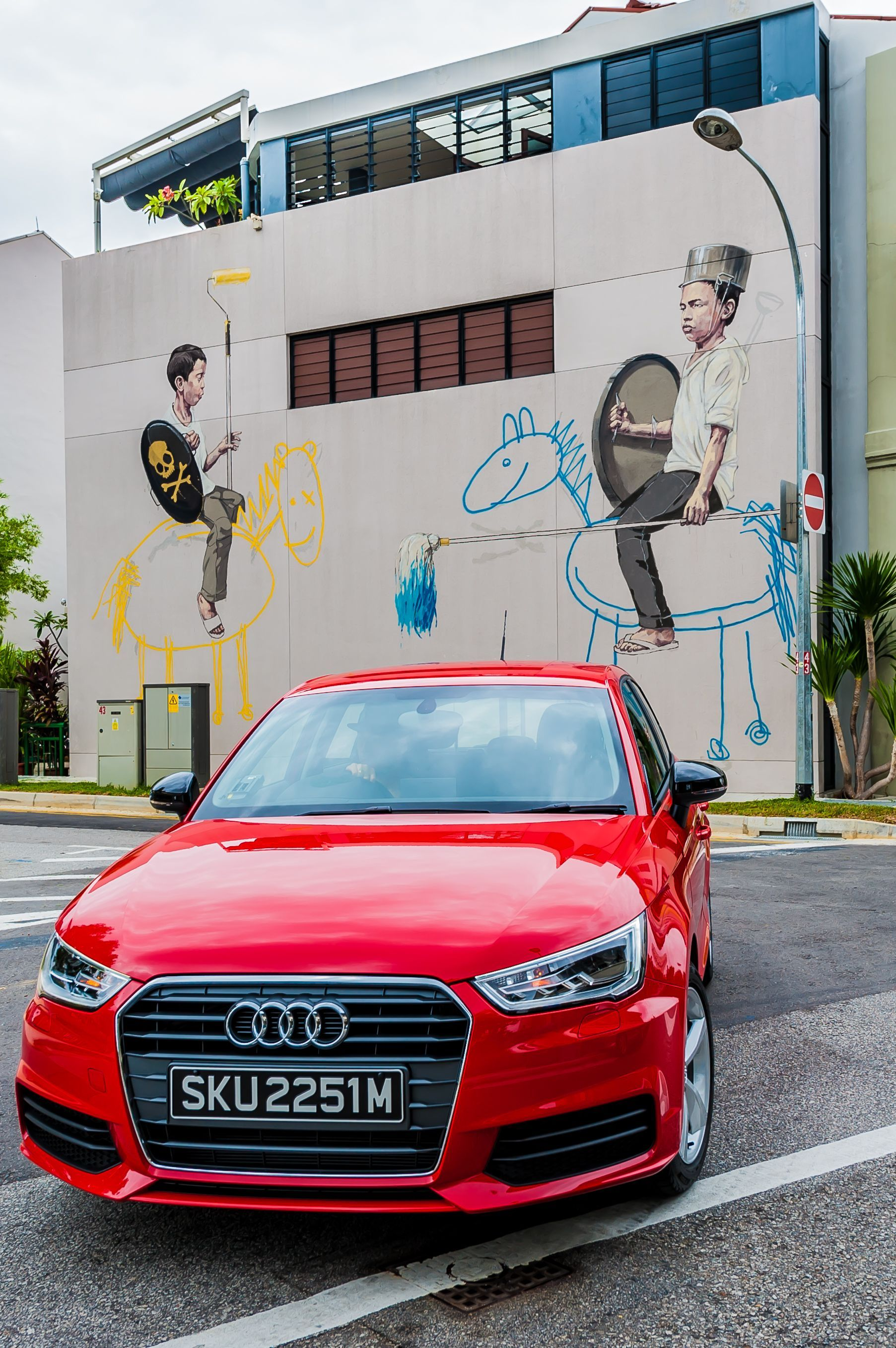 The Unexpected Surprise of Street Art by Ernest Zacharevic in Singapore | SENATUS