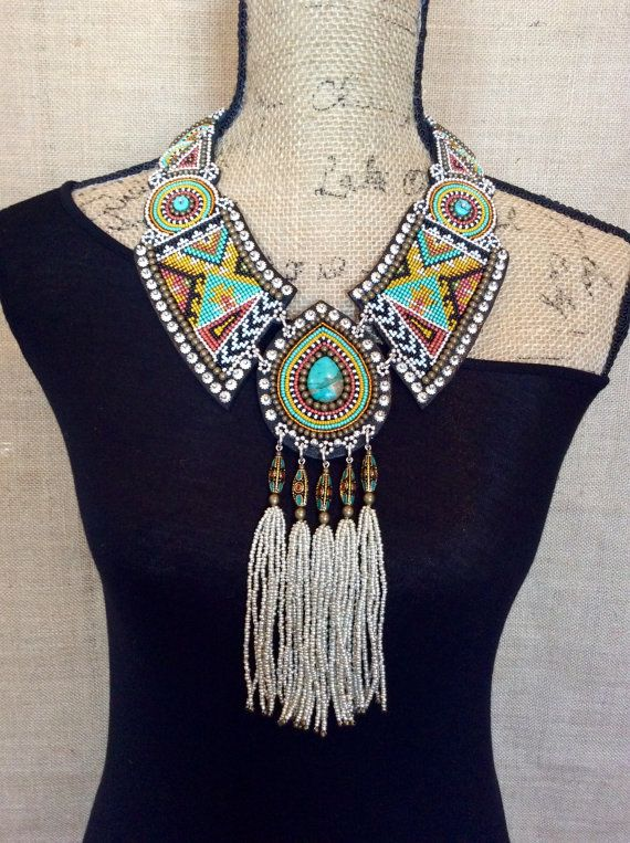 Collar bordado con turquesa cuentas tibetanas y por perlinibella