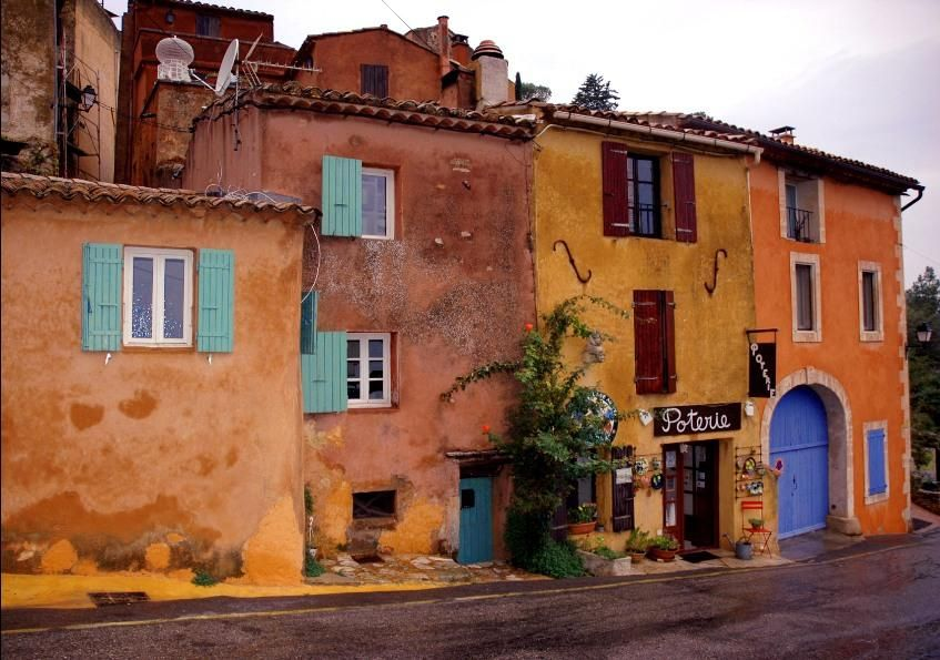 Houses in the village of Rousillon (France)