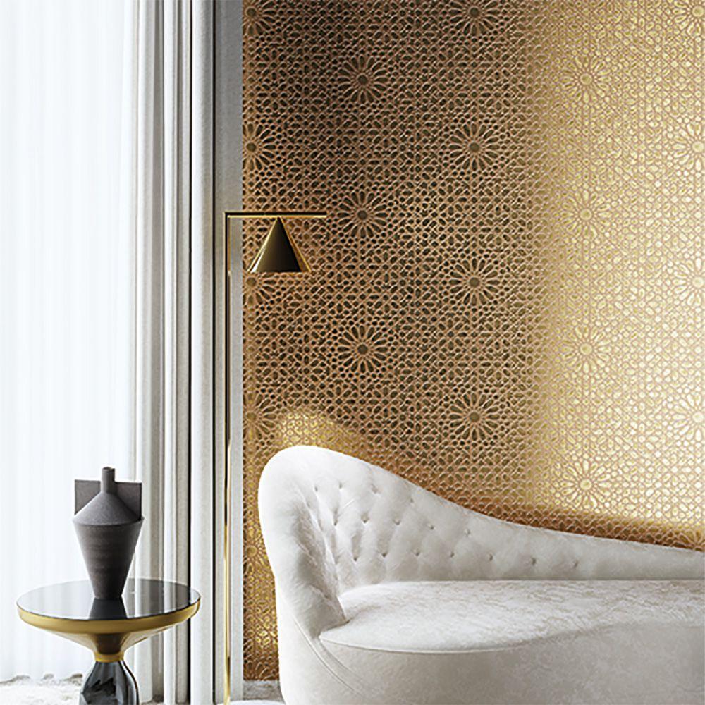 Goldene Tapete Mit Dezentem Muster Esfira Von Khrôma Moderne Tapeten Tapeten Tapete Gold
