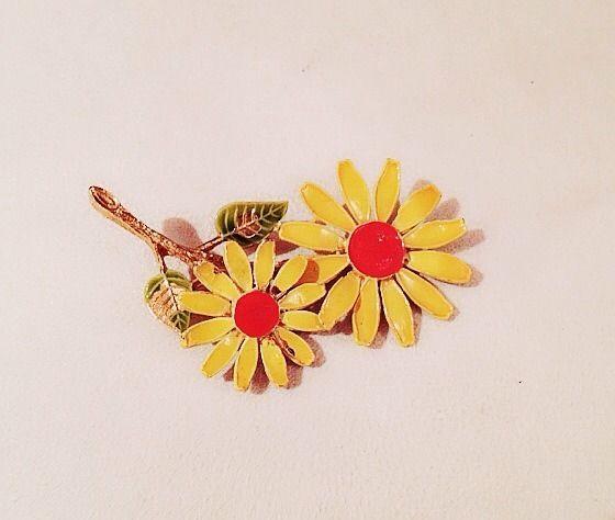73c29383fbb VINTAGE JEWELRY - CAPRI - 1960s San Fran Yellow Sunflower Statement Brooch  Pin   eBay
