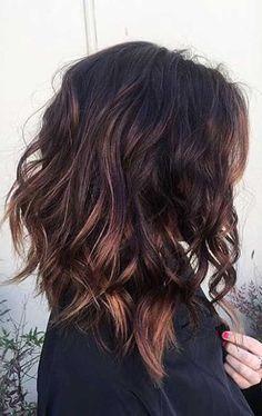 Corte bob largo para cabello rizado