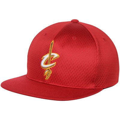 e34fc7ee67f Men s Mitchell   Ness Wine Cleveland Cavaliers Jersey Mesh Snapback  Adjustable Hat