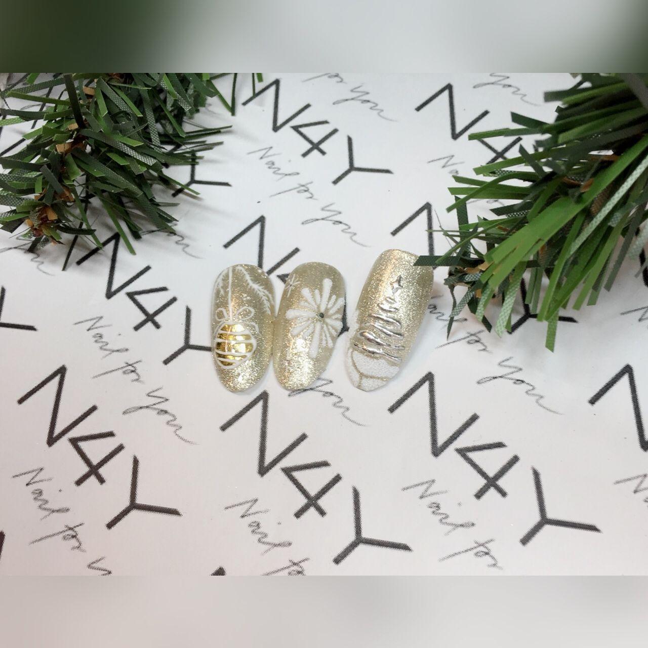 Negle med jule nail art, her i guld gel polish og negle ...